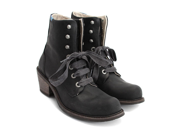 Nuni Black Lace-Up Winter Boot