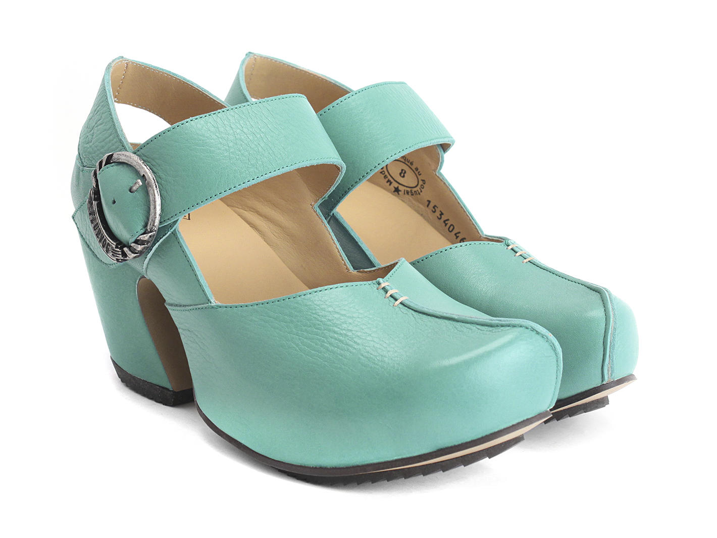 Turquoise Shoes. Add a splash of color to your outfit with a pair of turquoise shoes. Whether you go with a pair of stiletto pumps or simple flats, those bold-hued shoes are sure to attract plenty of attention and show off your sense of style.