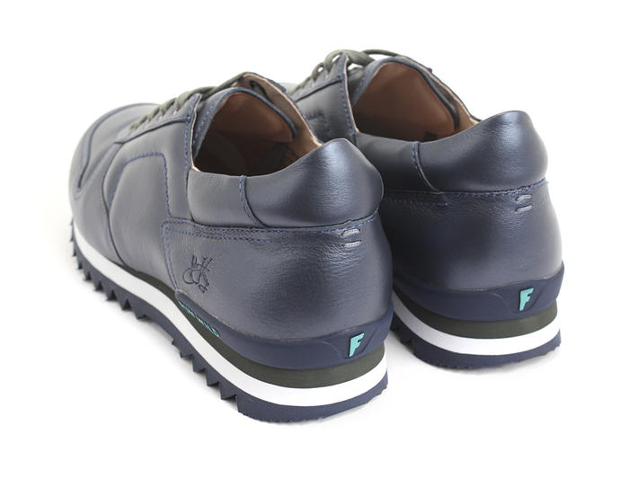 Easton Blue Shiny lace-up sneaker