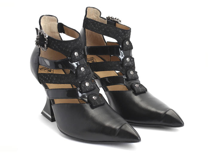 Ros Black Strappy shoe with skulls