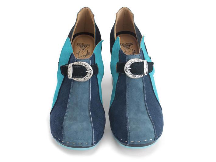 Amor Blue Vintage-inspired suede clog