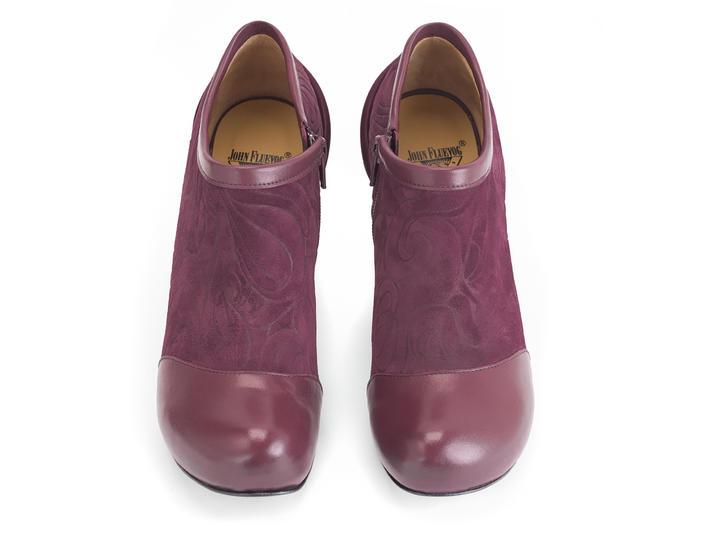 Voyageur Burgundy Velvety heel with emboss