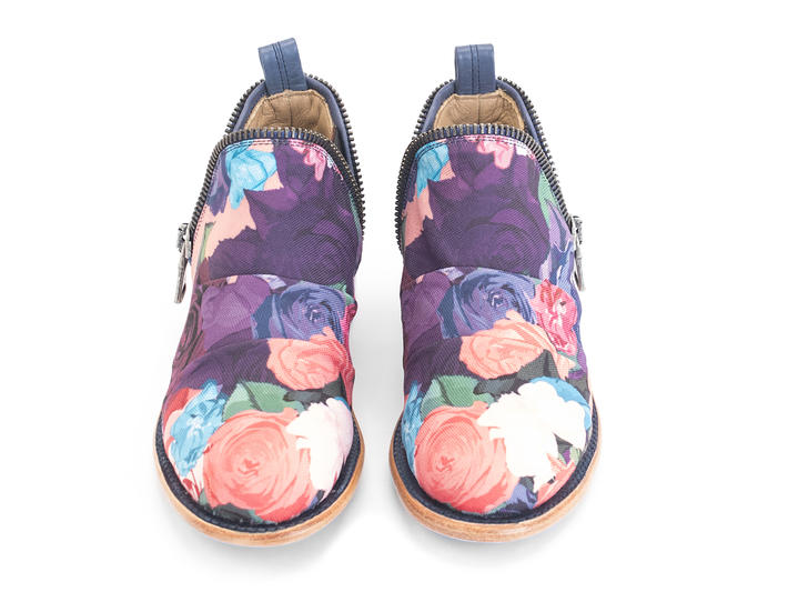 Evers 2.0: Women's Floral Canvas Slip-on shoe with zippers