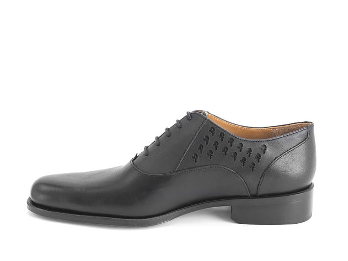 211 Carrall Street Black/cutouts Traditional oxfords