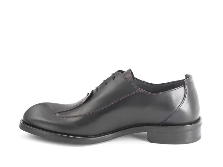 Honorius: Men's Black Sleek wingtip oxford
