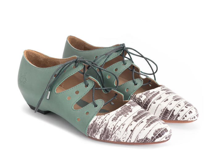 Coal Snake Two-toned lace-up shoe