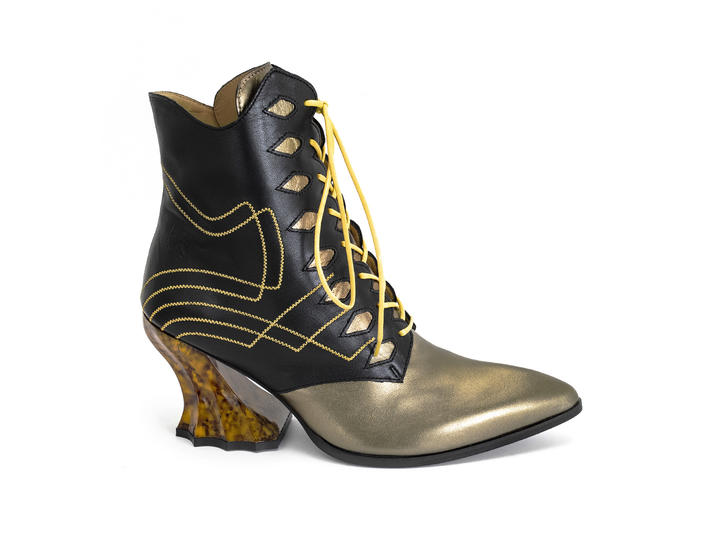 Brit Bronze Regal ankle boot with stitching