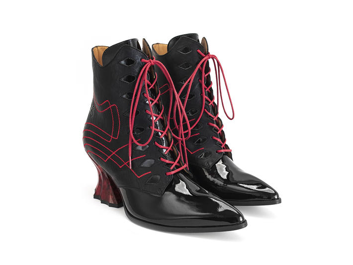 Brit Black/Red Regal ankle boot with stitching