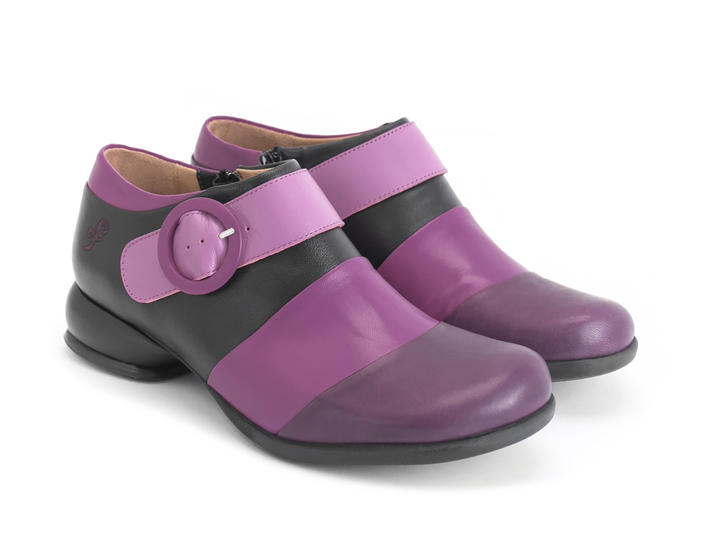 Tina Pink/Black Contrast buckle shoe