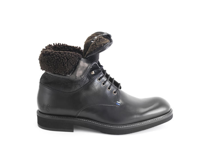 Clay Black Lace-up boot with shearling