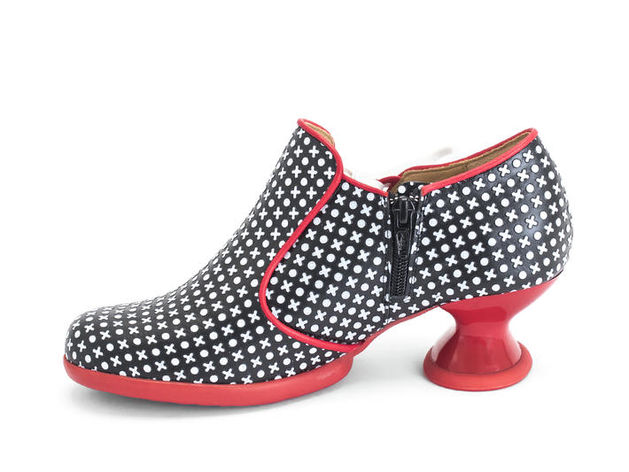 Receptive Black/Red Shoe with side lace