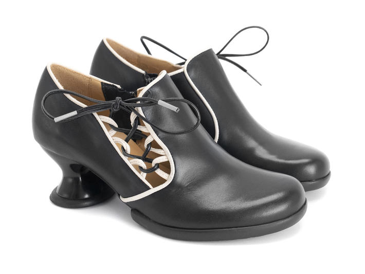 Receptive Black Shoe with side lace