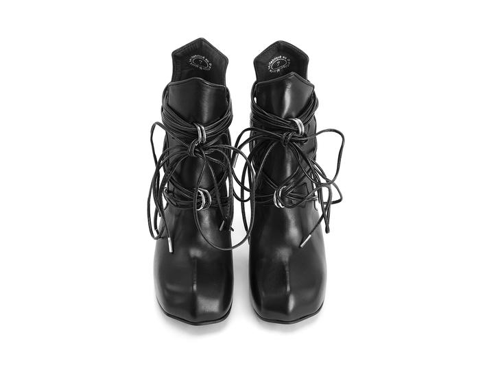 Tawny Black Boot with wraparound laces