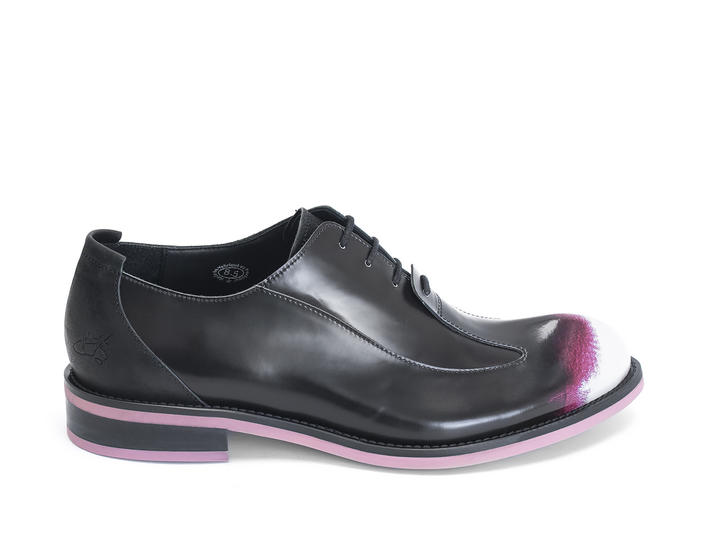 Honorius: Men's Pink/Black Sleek wingtip oxford