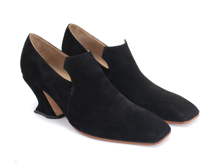 Cardinal Black Square toe loafer heel