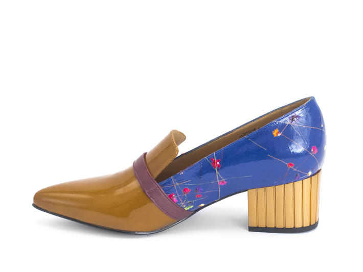 Gigi Tan/Blue Floral Pointed patent loafer
