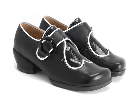 Tori Black Adorable buckle shoe