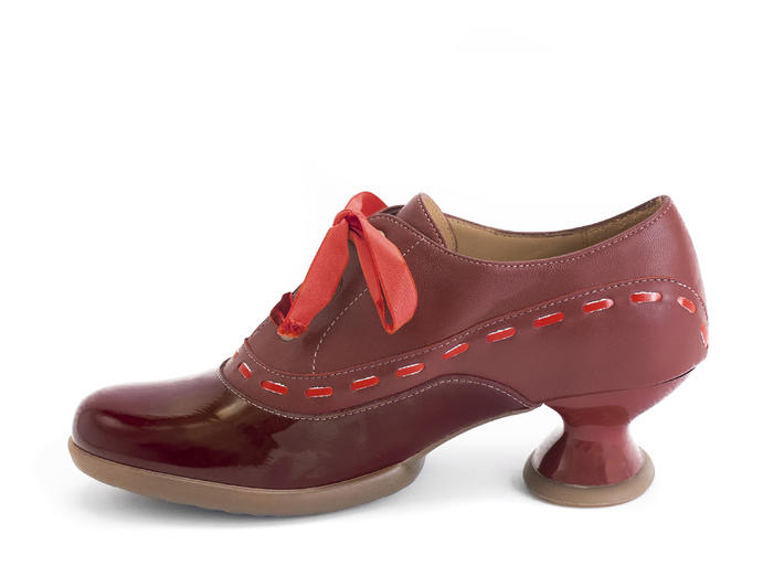 Peacemaker Burgundy Lace-up shoe with stitching