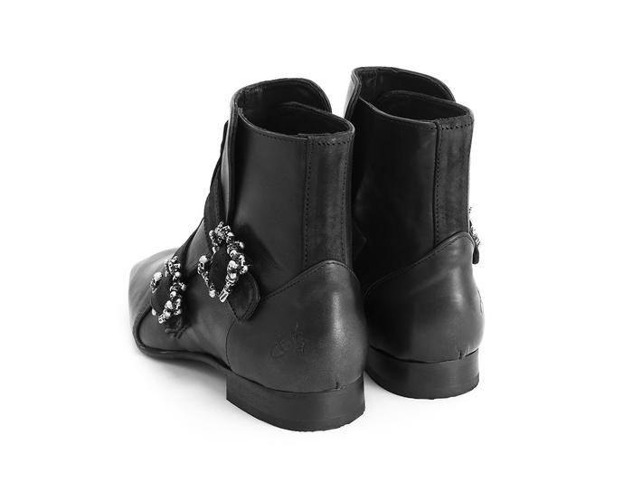 Sutton: Women's Black Skull buckle boot