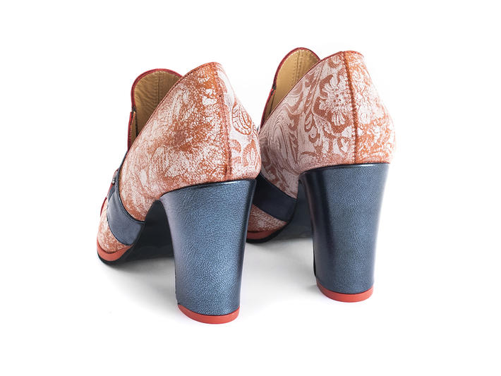 Carlyne Blue/Red Scalloped tongue loafer heel