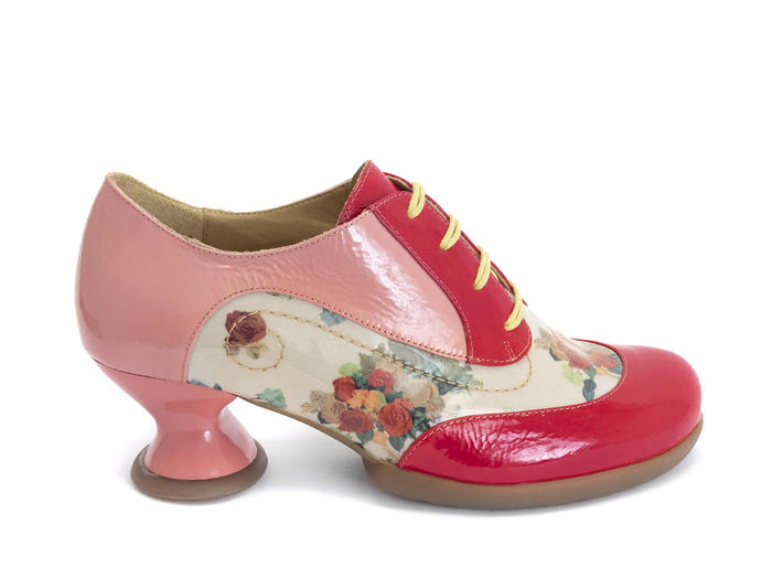 Generous Pink/Red Lace-up shoe with stitching