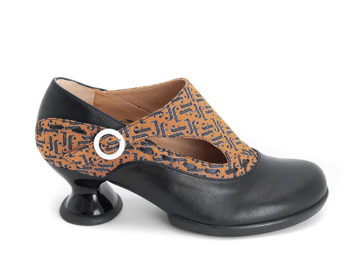 Achiever Black/Vegan Buckled shoe with stitching