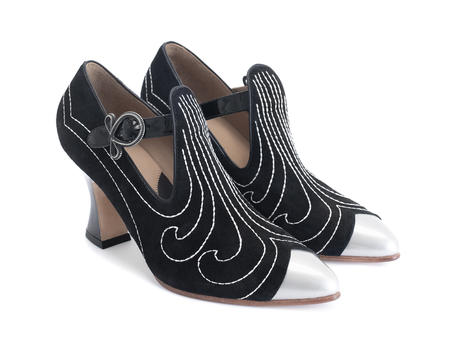 Somani Black T-strap heel with stitching