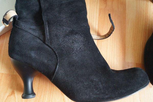 Annie Steel Black Suede Boots