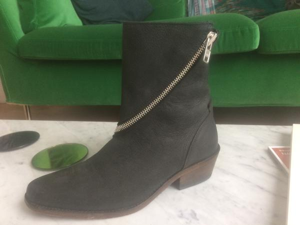 SKIN Boots with Zips