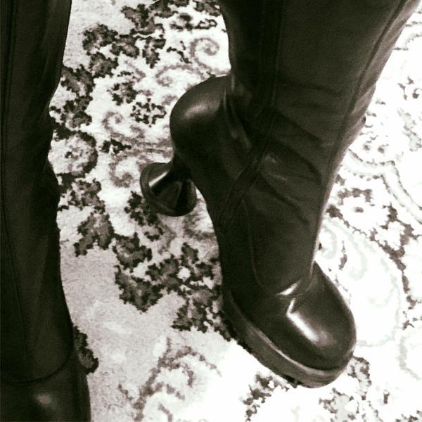 Black Mini Sugar Boots Size 8 Excellent Condition