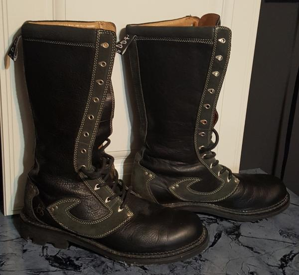 12-hole Unisex Boots (Name unknown)