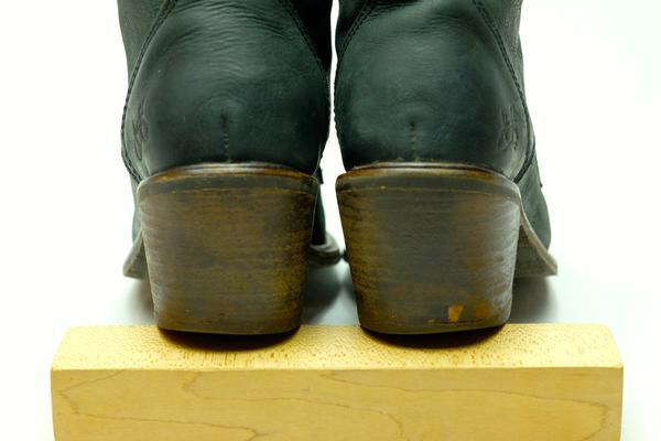 Nuni (Adriana) lace-up winter boot