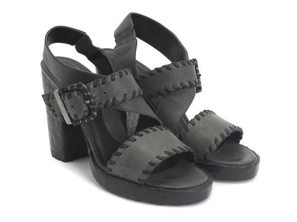 NEW never worn Hopscotch Tuggawar Black Strappy Sandals 11
