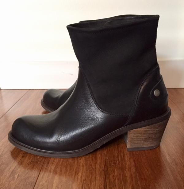 Adriana ankle boots with bendable topline