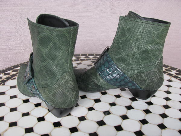 Cheryl (buckled boot w/crocodile emboss)