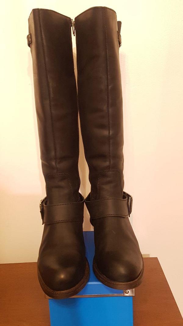 *NEW* Size 10 Lunas black, unworn