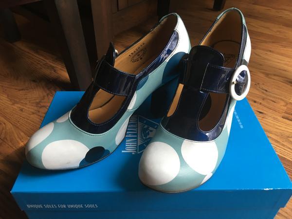 Arbus (Blue Dots)