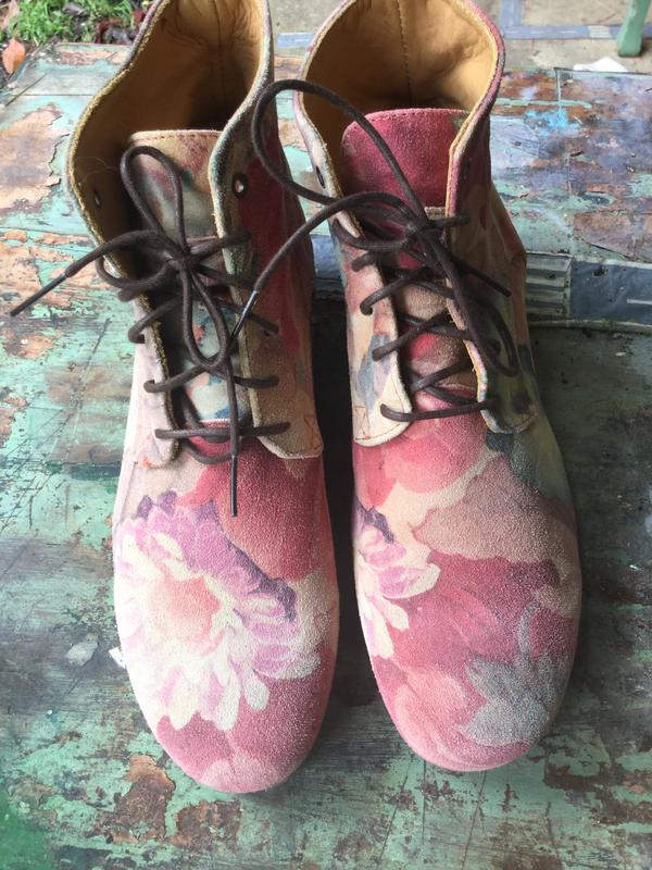 Radio boots floral
