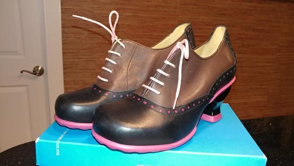 CUTE JOHN FLUEVOG WOMAN'S BROWN/PINK OXFORD SHOES 9.5 MAY BRAND NEW!!!