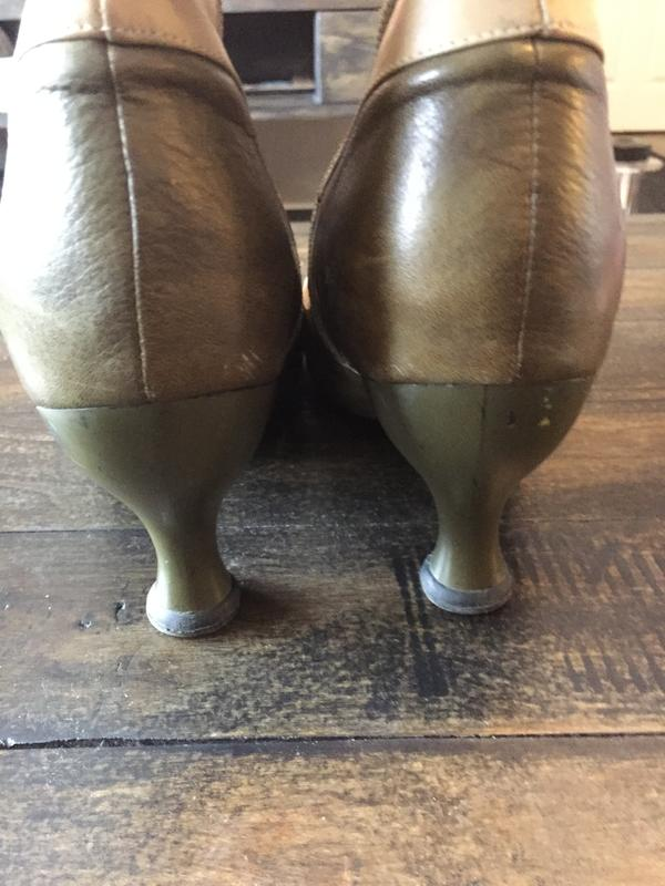 Libby smith taupe and green size 9.5