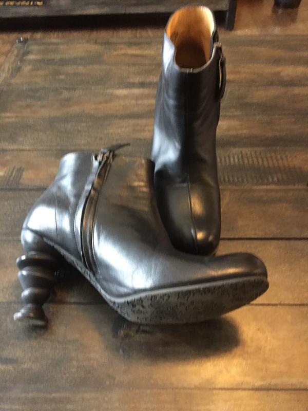 Black fluevog boots size 10
