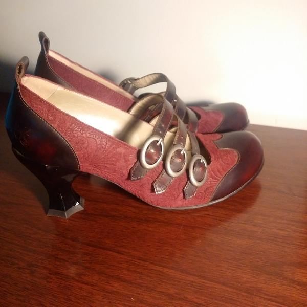 BAROQUE REUBENS -  NEW - NEVER WORN
