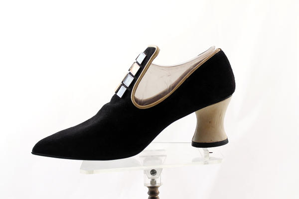 1970's or 1980's Tudor / New Romantic style shoes