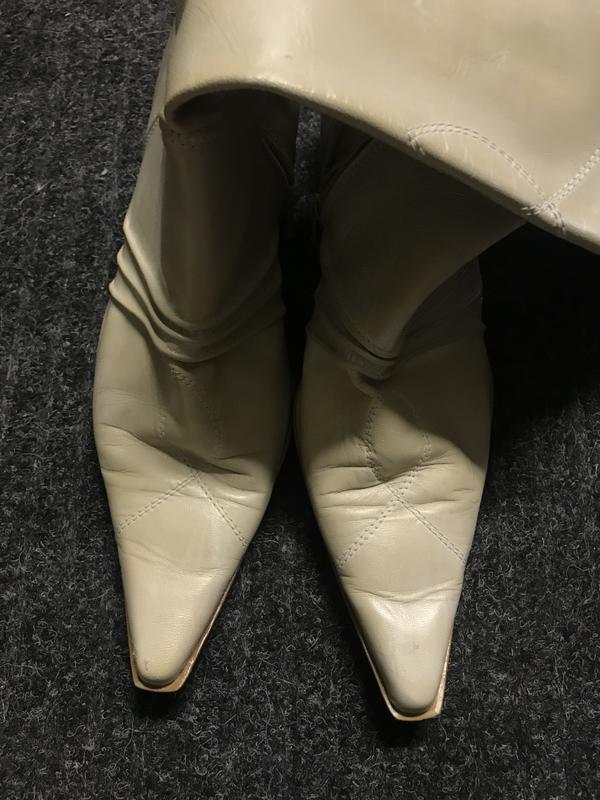 Vintage beige/cream boots