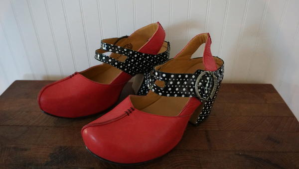 PREPARES: FIND - Berry & Dots Size: women's 10 1/2 US