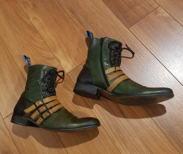 Men's ankle boots with pointed toes
