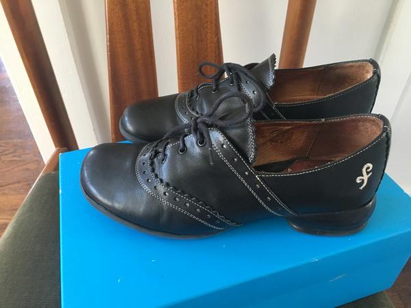 Fellowship saddle shoe, Erika