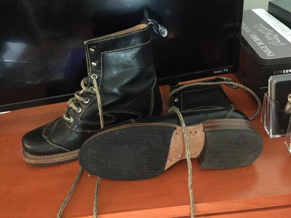 Black leather Derby Swirl