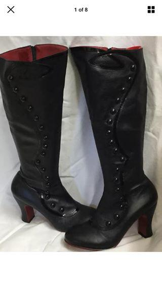 9.5 Miracle Lourdes Black Smooth Leather Boots