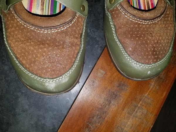 Earth Angels sz M7/W9 Green and tan 7